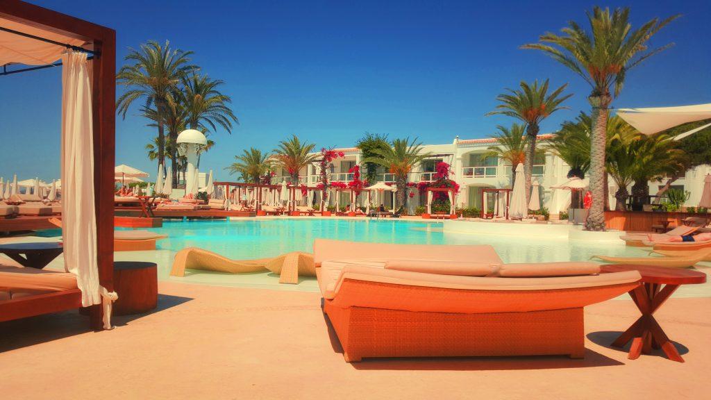 Hotel, resort, destination.